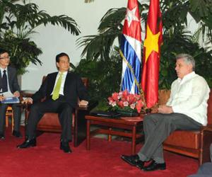 Díaz Canel con el primer ministro de Vietnam