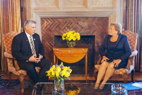 Encuentro de Díaz Canel y Michel Bachelet en el Palacio Presidencial Cerro Castillo, 11 de marzo de 2014. Foto tomada del sitio web de Michelle Bachelet.