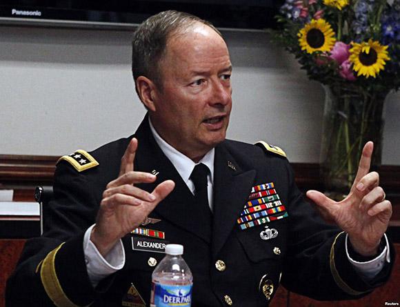 Keith Alexander se jubila en el momento más crítico de la NSA.