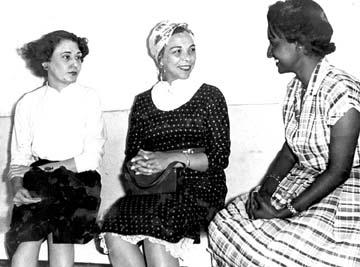 Melba Hernández junto a Haydeé Santamaría, con la periodista Marta Rojas
