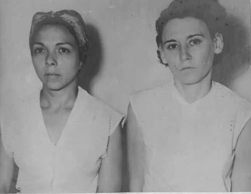 Melba Hernández y Haydée Santamaría en el Vivac de Santiago de Cuba tras su detención por participar en los sucesos del 26 de Julio de 1953