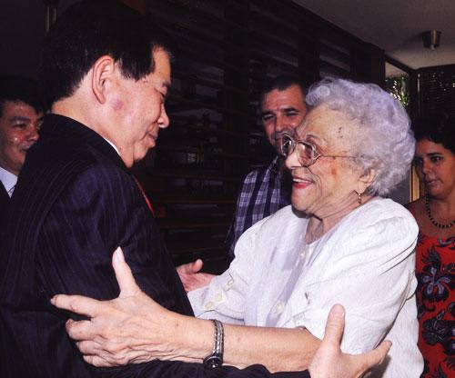 Melba Hernández y el líder vietnamita Nguyễn Minh Triế