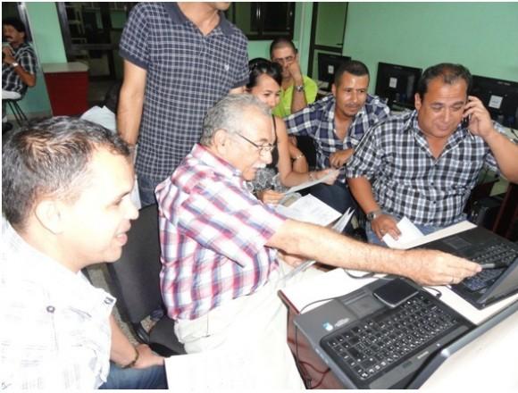 Meteorólogos de las provincias centrales en las clases prácticas. Foto: INSMET/Cubadebate