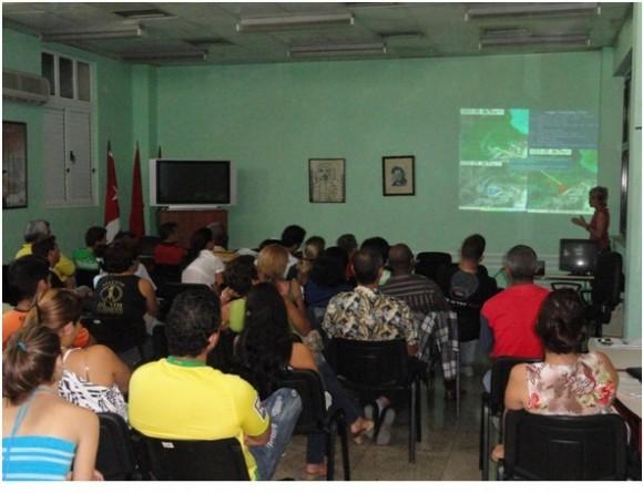 Participantes en el I Cursillo-Taller de Ciclones Tropicales. Foto: INSMET/Cubadebate