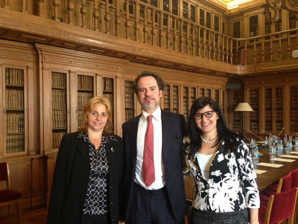 Elizabeth Palmeiro (izquierda) junto a Sergio Sousa Pinto, presidente de la Comisión de Relaciones Internacionales del Parlamento de Portugal.
