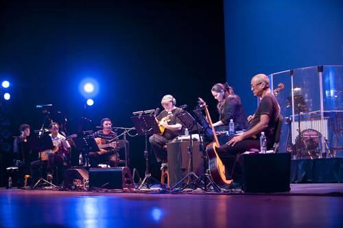 Silvio Rodríguez y Trovarroco en el primer concierto de La última gira.Foto: cortesía Auditorio Nacional/La Jornada