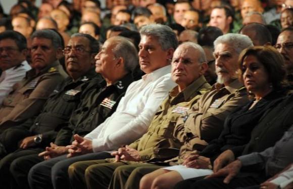 Los miembros del Buró Político del Partido Comunista de Cuba (PCC) Miguel Díaz-Canel Bermúdez (C), Primer Vicepresidente de los Consejos de Estado y de Ministros; el General de Cuerpo de Ejército Abelardo Colomé Ibarra (C. der), Ministro del Interior (MININT), y el Comandante de la Revolución Ramiro Valdés Menéndez (segundo a la derecha), Vicepresidente de los Consejos de Estado y de Ministros y Héroe de la República de Cuba, presiden el acto político cultural por el Aniversario 55 de la creación de los Órganos de la Seguridad del Estado, efectuado en el teatro Karl Marx, en La Habana, Cuba, el 25 de marzo de 2014.   AIN FOTO/Omara GARCÍA MEDEROS