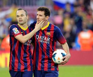 Iniesta y Messi. Foto: EFE.