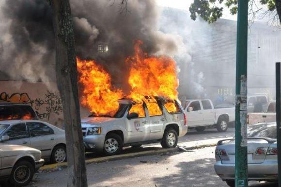 """Según la prensa occidental, quienes atentan contra el patrimonio local en Venezuela son """"manifestantes pacíficos"""". Foto de ACN."""