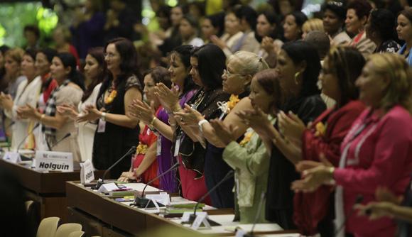 Clausuran mujeres cubanas su IX Congreso