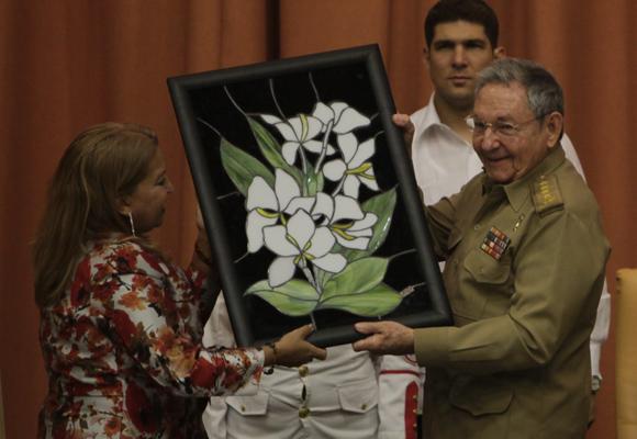 Presidente Raúl Castro destaca orgullo de Cuba por sus mujeres