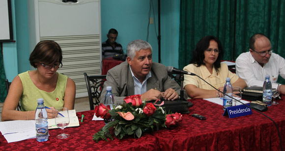 Reunión conjunta de las comisiones de Asuntos Constitucionales y Juridicos y Asuntos Economicos de la Asamblea Nacional del Poder Popular. Fotos: Ismael Francisco/Cubadebate.