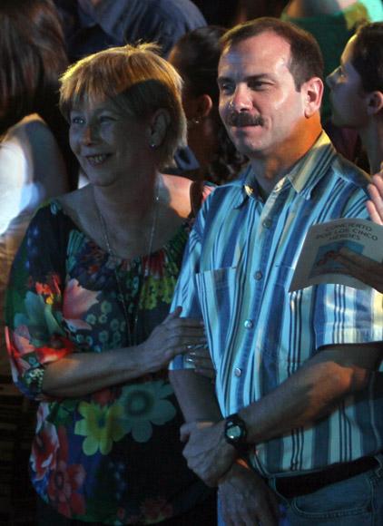 Fernando y Rosa Aurora en el Concierto por Los Cinco y de bienvenida a Fernando González en la Escalinata de la Universidad de La Habana, 1 de marzo de 2014. Foto: Ismael Francisco/Cubadebate
