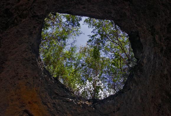 Desde el interior de la cueva El Jagüey. Foto: Ismael Francisco/Cubadebate.