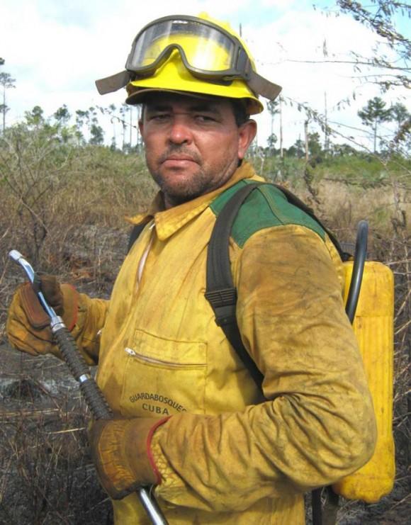 Elioberto Rojas cuestiona a aquellos que, en actitud negligente e irresponsable, ponen en peligro el patrimonio forestal.