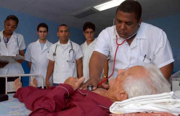 Se propone Cuba crear servicios de geriatría en todos los hospitales del país.