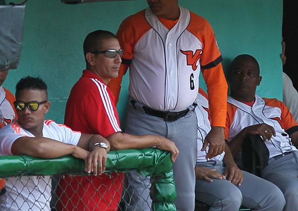 Ariel Pestano en el banco de Villa Clara.  Foto: Ismael Francisco/Cubadebate.