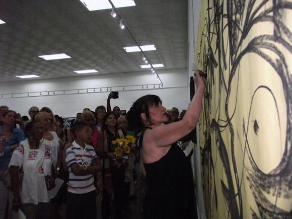 El público disfrutó del arte de Zaida del Rio en tiempo real. Foto: Marianela Dufflar.