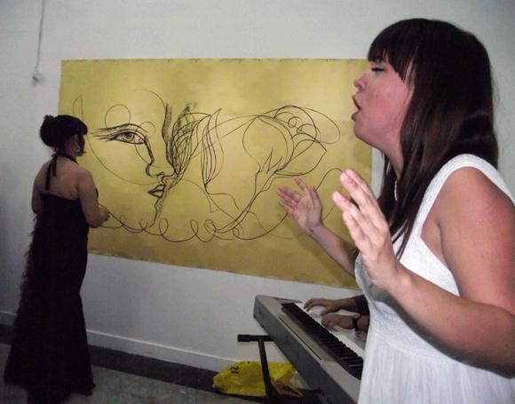 Para la presentación, Zaida invitó a la actriz y cantante, Gretel Cazón. Foto: Marianela Dufflar