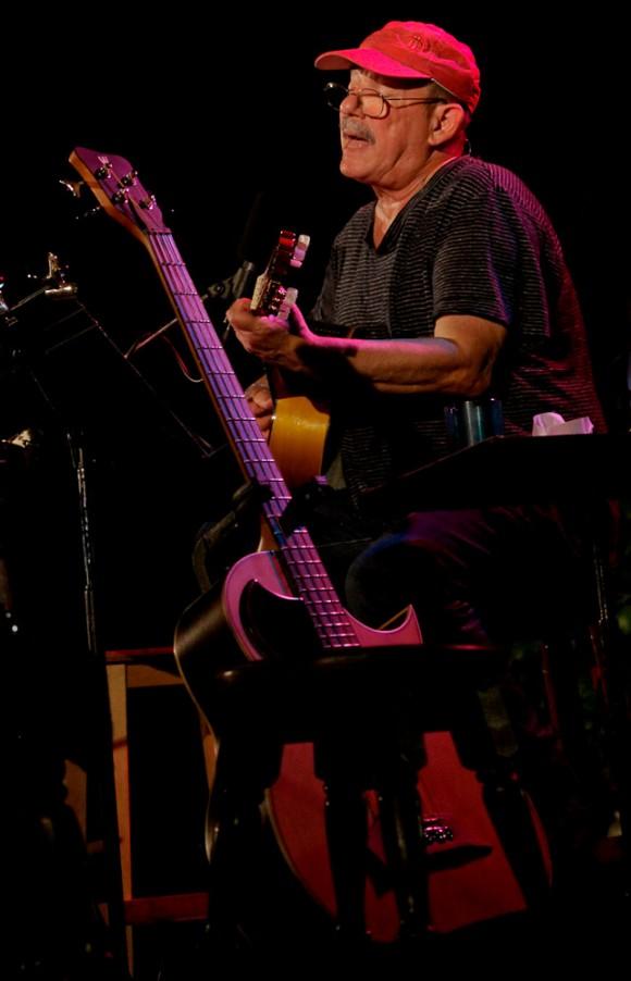 Silvio Rodríguez en concierto del Cotorro de la Gira por los barrios.
