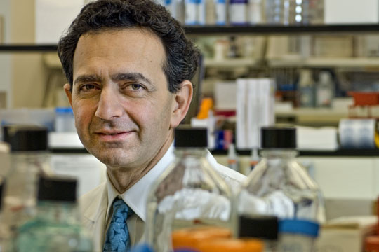 El doctor Anthony Atala, director del Instituto de Medicina Regenerativa en Wake Forest