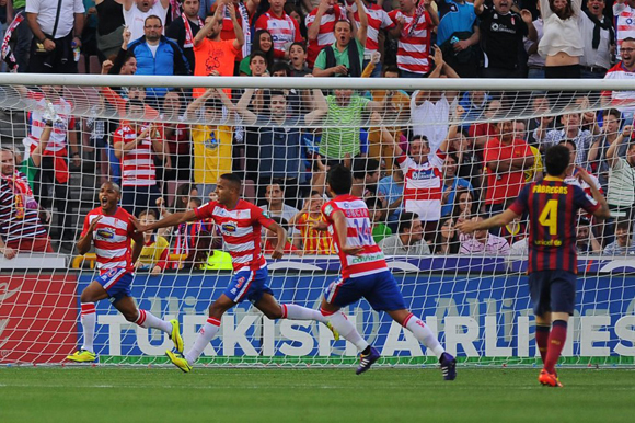 Momento del gol del Granada. Foto: AFP
