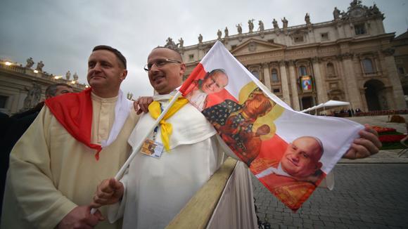 Como cada santo, los dos papas tendrán una fecha en el calendario litúrgico. Foto: AFP