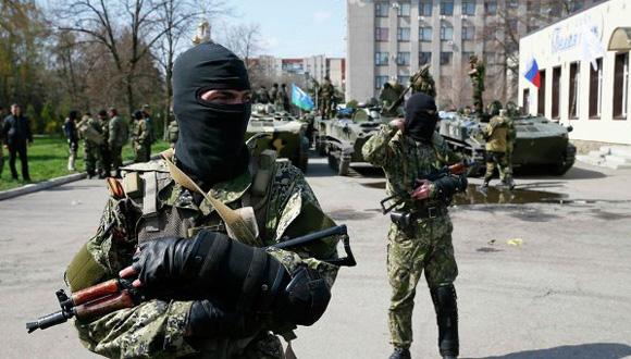 En la Unión Europea se opina que en el este de Ucrania operan grupos armados que penetraron en el país desde el extranjero. Foto: AP.