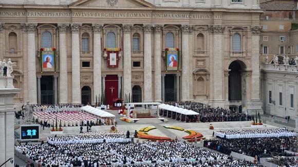 El Sumo Pontífice encabezó el rito religioso en la Plaza de San Pedro. Foto: AFP