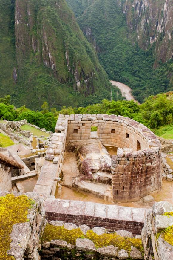 Recinto curvo Templo del Sol, usado para ceremonias relacionadas con el solsticio de Junio