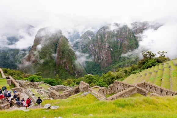 Vista del Cañón del Urubamba, a la derecha las terrazas usadas para la agricultura.