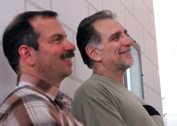 Los luchadores antiterroristas y Héroes de la República de Cuba Fernando González Llort (I) y René González Sehwerert (D)