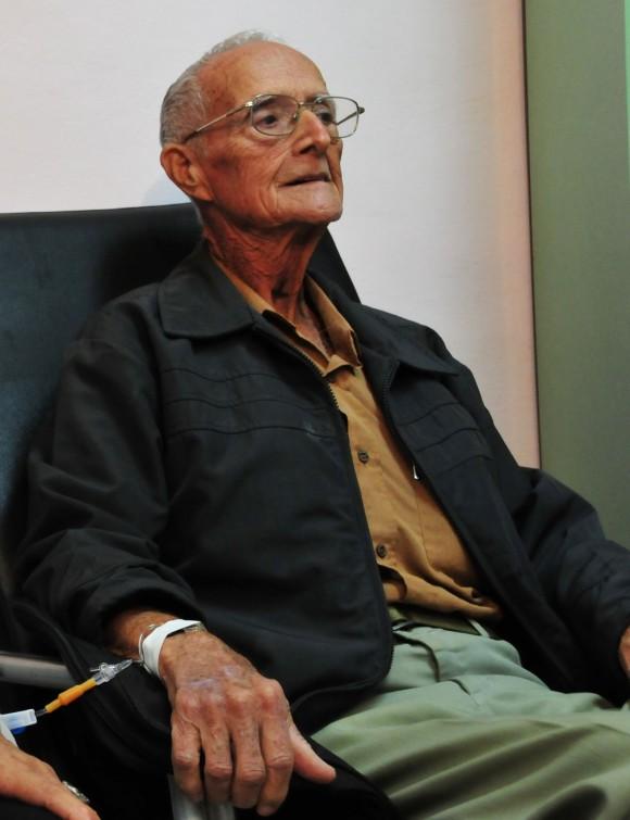 Ovidio Almendral en la Sala Quimioterapia Ambulatoria. Foto: Analeida Puerto/Cubadebate