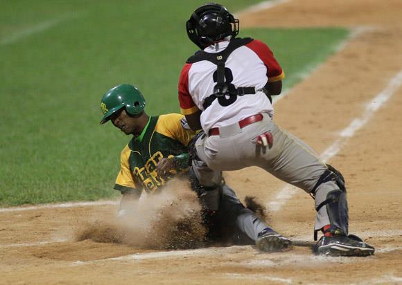 Segundo Juego de la Gran Final del Béisbol Cubano entre Pinar del Río y Matanzas. tanzas. Foto: Ismael Francisco/Cubadebate