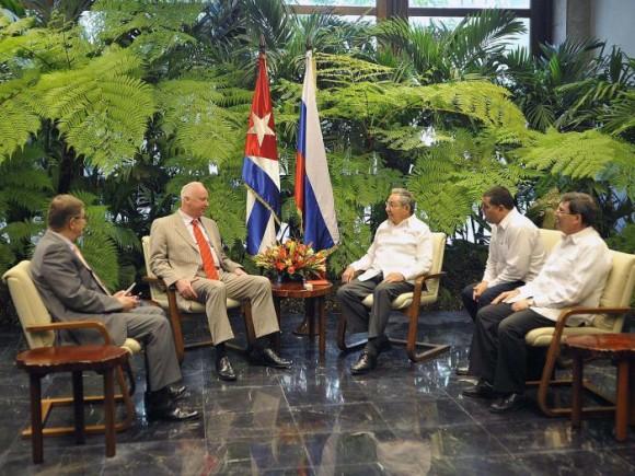Raúl Castro recibió a Alexander Ivanovich Bastrykin, presidente del Comité de Investigaciones de la Federación de Rusia, 3 de abril de 2014. Foto: Estudios Revolución