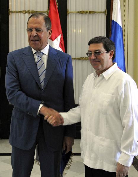 El canciller cubano Bruno Rodríguez Parrilla (D), recibió a Serguei V. Lavrov, ministro de Asuntos Exteriores de la Federación de Rusia, en la sede del ministerio de Relaciones Exteriores de Cuba (MINREX), en La Habana, el 29 de abril de 2014. AIN FOTO/Marcelino VAZQUEZ HERNANDEZ/