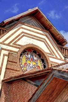 Vitral del ático en el centro cultural Félix Varona Sicilia, en el poblado de Velasco, ubicado en el municipioGibara, provincia de Holguín, Cuba, el 14 de abril de 2014. AIN  FOTO/Juan Pablo CARRERAS