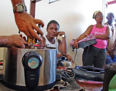 Contribuyen guaimareños a la economía del país