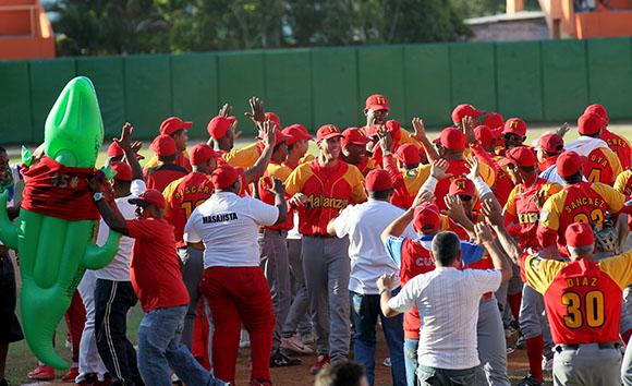 Los Cocodrilos celebran su pase a la final.  Foto: Ismael Francisco/Cubadebate.