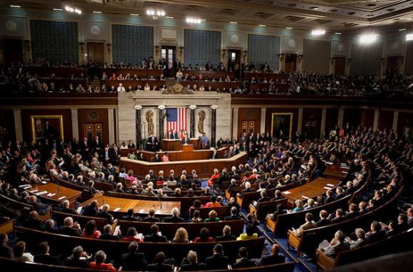 """El """"plan de ayuda a"""" Ucrania autoriza a Washington a """"garantizar préstamos a las nuevas autoridades de Kiev."""