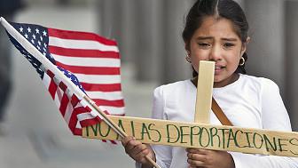 Los deportados dejan sin querer a sus esposas e hijos a su suerte.