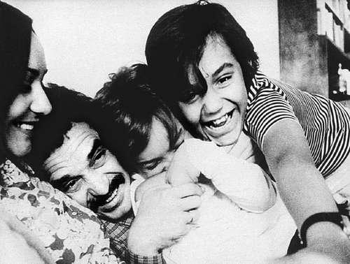 Con Mercedes, su esposa, y sus hijos Gonzalo y Rodrigo. Foto: La Jornada.