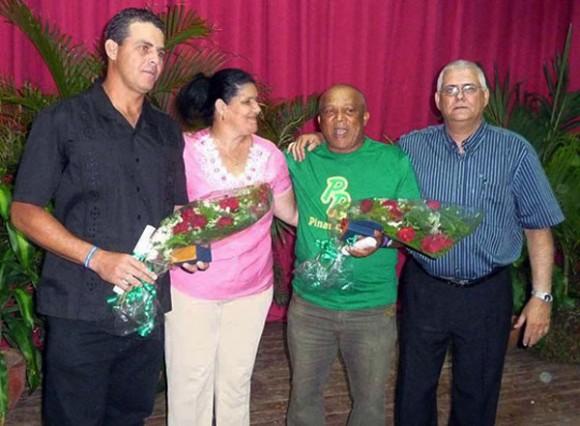Alfonso Urquiola y Yosvani Torres fueron homenajeados en el escudo pinareño. Foto: Periódico Guerrillero