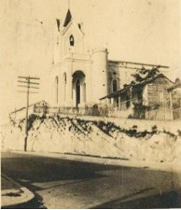 La iglesia de Arroyo Arenas antes. Foto: Archivo del Autor