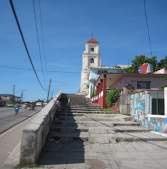 Escalinata por donde subían de rodillas  los pobres y verdaderos creyentes. Foto: Archivo del autor.