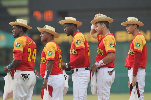 Sombreros pinareños sobre la sien de los dignos adversarios. Foto: Ismael Francisco/Cubadebate