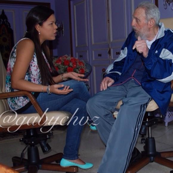 """Según el texto que acompaña la foto, Maria Gabriela se reunió con Castro durante tres horas para rememorar """"la experiencias y momentos que con mi amado padre compartimos"""". Ella no da la fecha del encuentro. María Gabriela promete compartir otras fotos del encuentro """"mas adelante""""."""