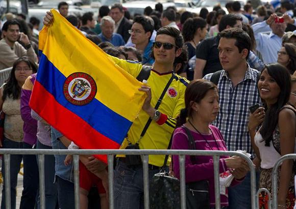 Miles de seguidores del Nobel colombiano hacen filas para ingresar al Palacio de Bellas Artes para despedirlo. Foto: Alfredo Estrella (AFP)