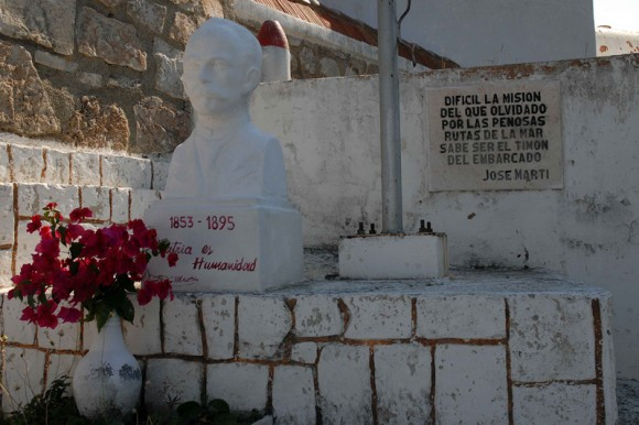 Pensamiento y busto del Héroe Nacional José Martí, en la base del Faro de San Pedro de la Roca