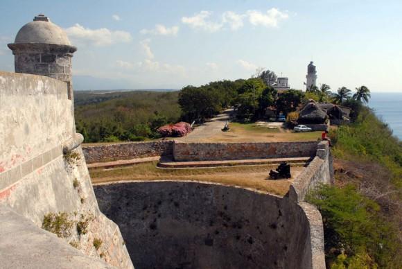 Vista del faro de San Pedro de la Roca